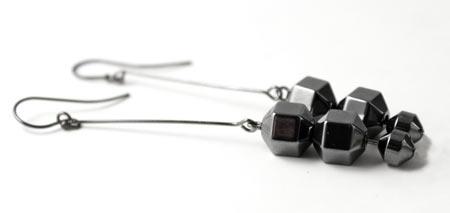 øreringe med hematitperler