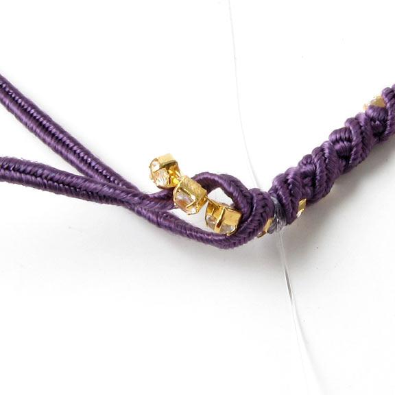 Lukning på wraparmbånd med rhinsten på kæde