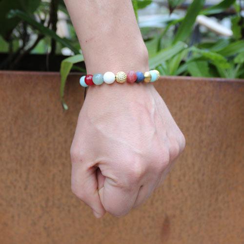 Herrearmbånd med halvædelsten og forgyldte perler