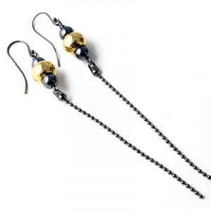 øreringe med kuglekæde og forgyldte perler