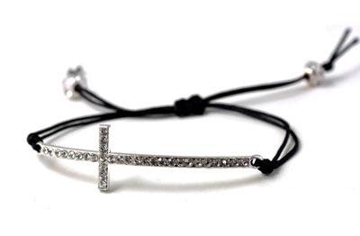 armbånd med forsølvet kors med krystaller