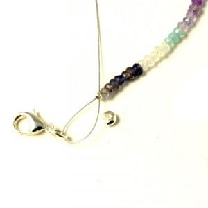 afslutning på armbånd med wire og halvædelsten