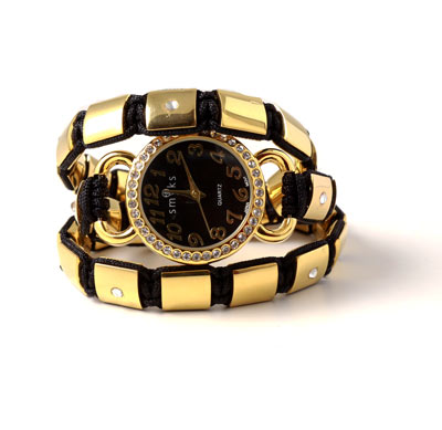 Knyttet armbånd med guldperler og ur