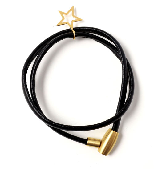 armbånd i sort læder med forgyldt stjerne