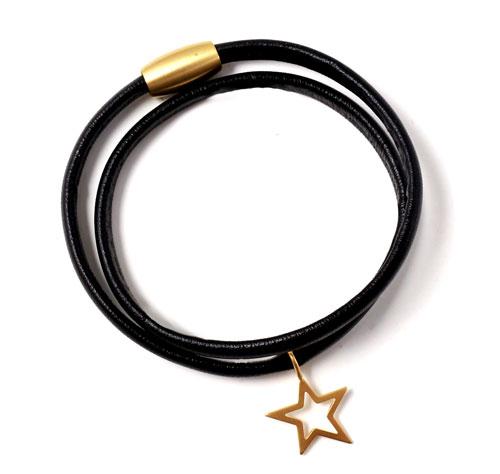 læderarmbånd i sort med forgyldt magnetlås