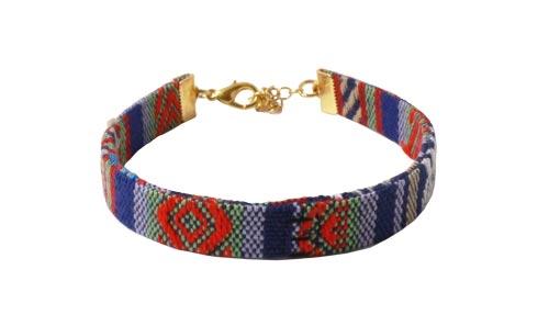 etnisk armbånd med båndafslutninger