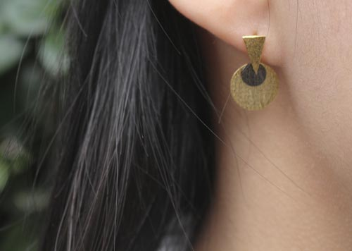 Øreringe med spids og mønter i forgyldt og oxideret sterlingsølv