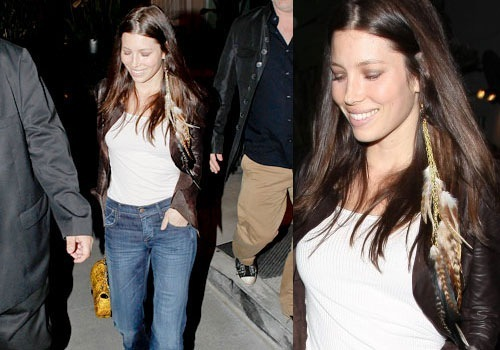 Jessica-Biel-feathers-earrings
