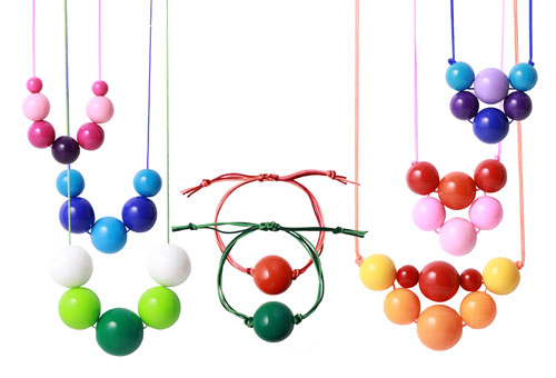 Farverige halskæder og armbånd med akrylperler