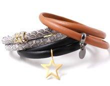 DIY Armbånd i smal læderrem med charms.