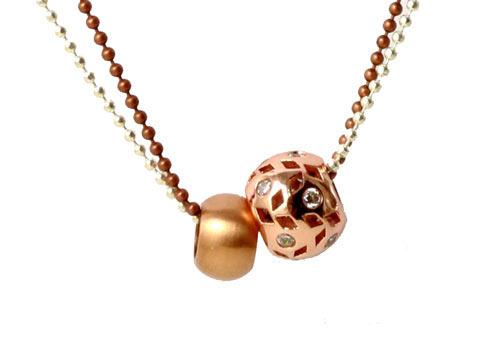 Halskæde med kuglekæde og rosa forgyldte perler