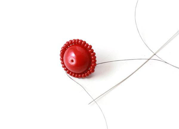 DIY kirsebær øreringe med seedbeads