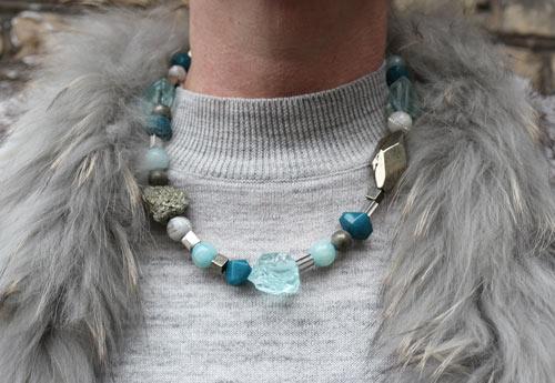 Halskæde med aquamarin, pyrit og jade