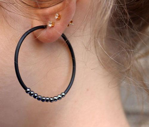kreol med gummisnor og hematit perler