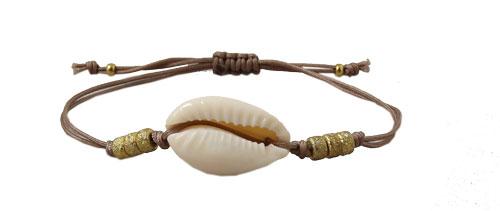 armbånd med polyestersnor og cowrie shell