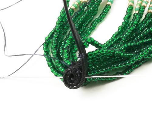 Tassel øreringe - båndet rulles og sys