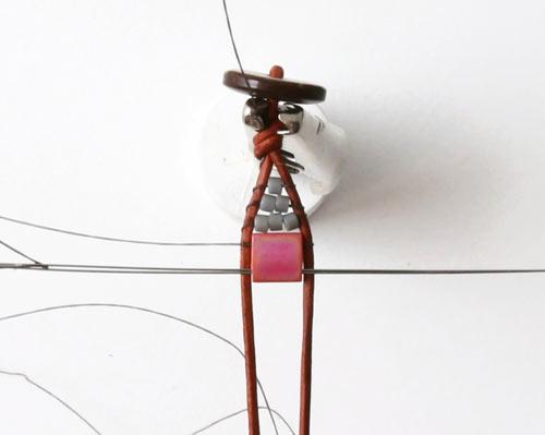 DIY vævede armbånd på knyttebræt med Tila perler