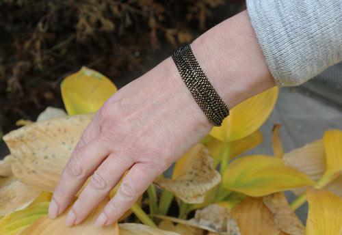 armbånd med guld facetteret sort kuglekæde