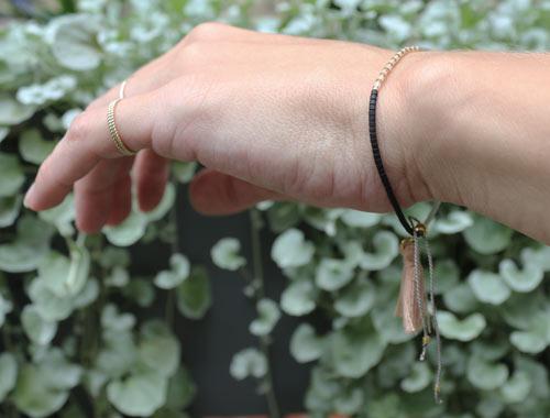delica armbånd med silkesnor