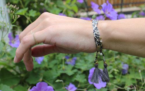 flettet armbånd med silkesnor