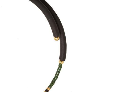 armbånd med memory wire og gummisnor