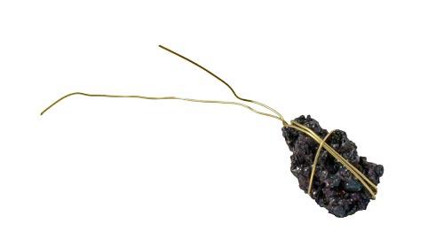 rå agat med forgyldt tråd