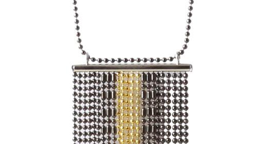 halskæde med mange rækker af kuglekæde og afslutning