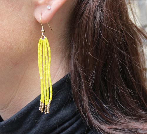 Tassel øreringe med frynser af gule seedbeads