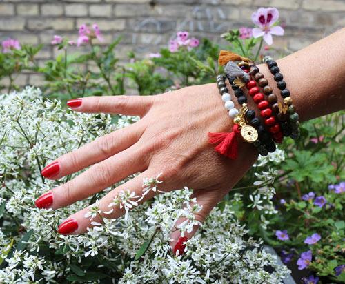 DIY Mala armbånd med halvædelsten og træperler