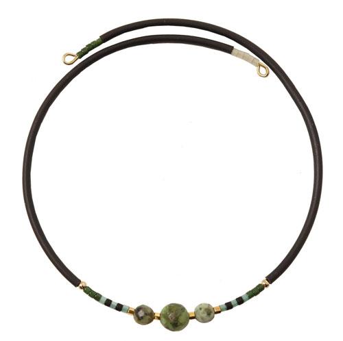 armbånd med memory wire, gummisnor og afrikansk turkis