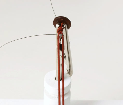 DIY vævede armbånd med læderkant og splitnål