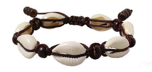 macrame armbånd med covrie shell, konkylie