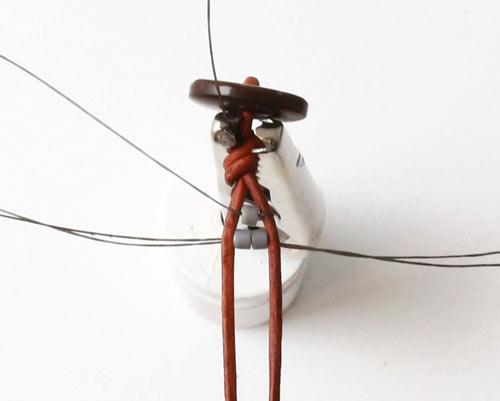 DIY vævede armbånd på knyttebræt