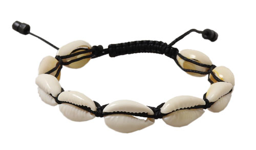 gennemskåret cowrie shells i knyttet armbånd