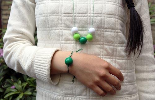 Smykkesæt med akrylperler i grøn