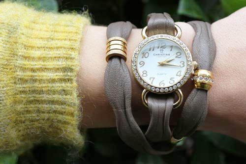 Armbåndsur med bølgelæder