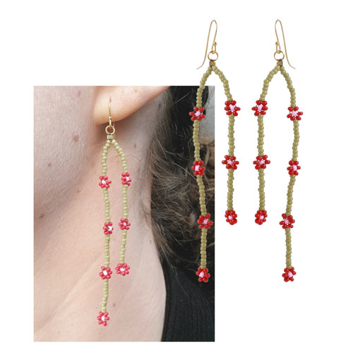 daisy chain øreringe med små røde blomster i seedbeads