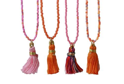 Lange delica halskæder med kvaste