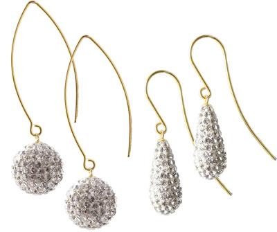 Øreringe i forgyldt sterlingsølv med dråber og perler med krystaller