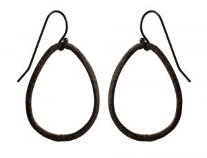 øreringe i oxideret sterlingsølv med oval ringe