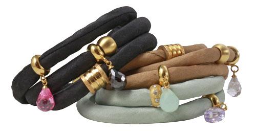 Armbånd lavet af silkebånd med magnetlåse