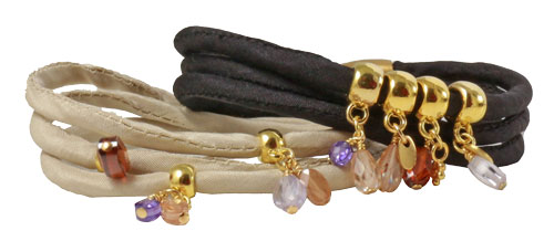 silkearmbånd med perlecharms