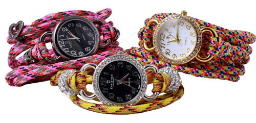 armbåndsur med paracord og charms med magnetlås